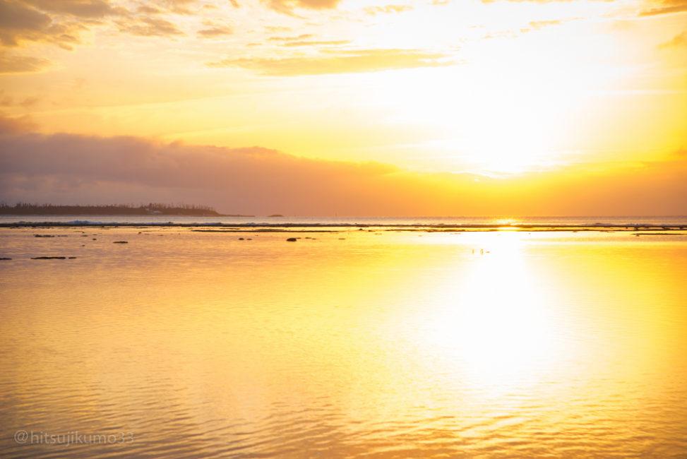 瀬底ビーチ夕陽1 小林直行
