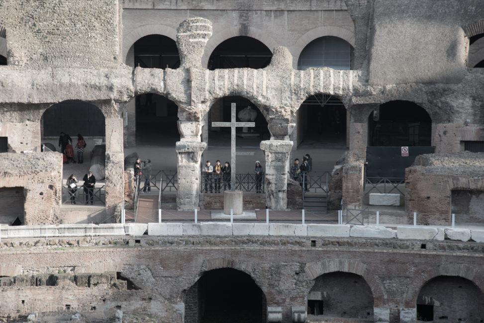 小林直行 カメラマン/写真 コロッセオ 十字架